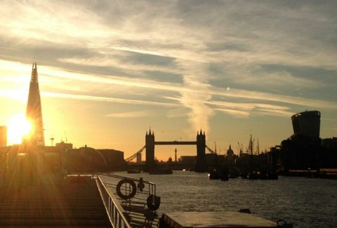Sundowner Cruise with Champagne on Thames River