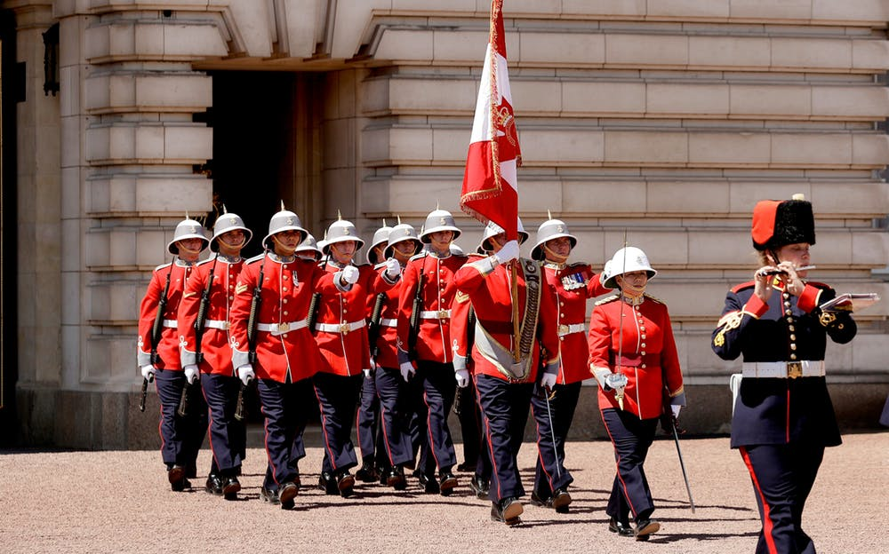 Buckingham Palace tour - The Changing of the Guard ceremony
