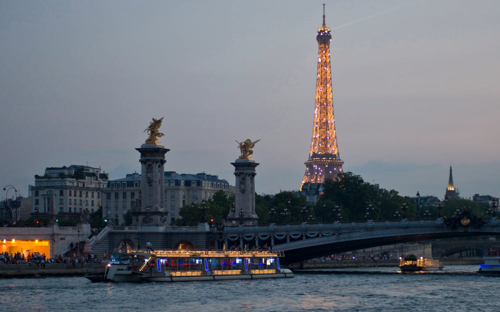 River Seine Sightseeing Cruise - See the sights of Paris on this River Seine Sightseeing Cruise