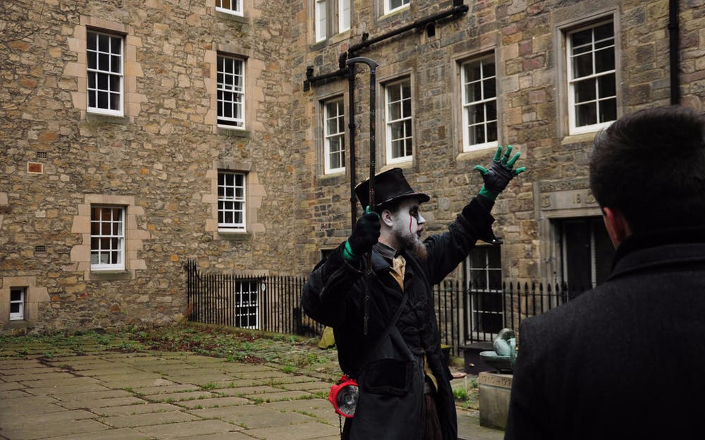 Edinburgh Ghost Tour - See the spooky sights of Edinburgh on your Edinburgh ghost tour!