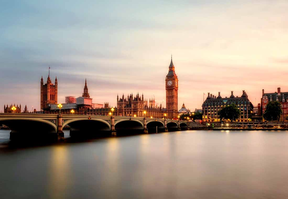 Hop on Hop Off Bus London - The Houses of Parliament and Big Ben