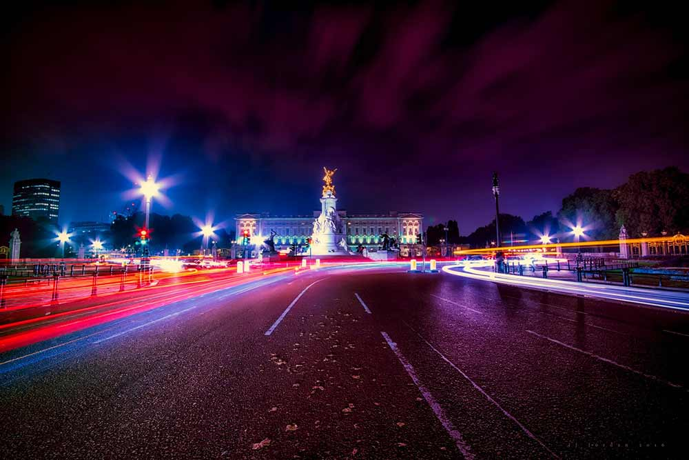 London Night Bus Tour - Approaching Buckingham Palace