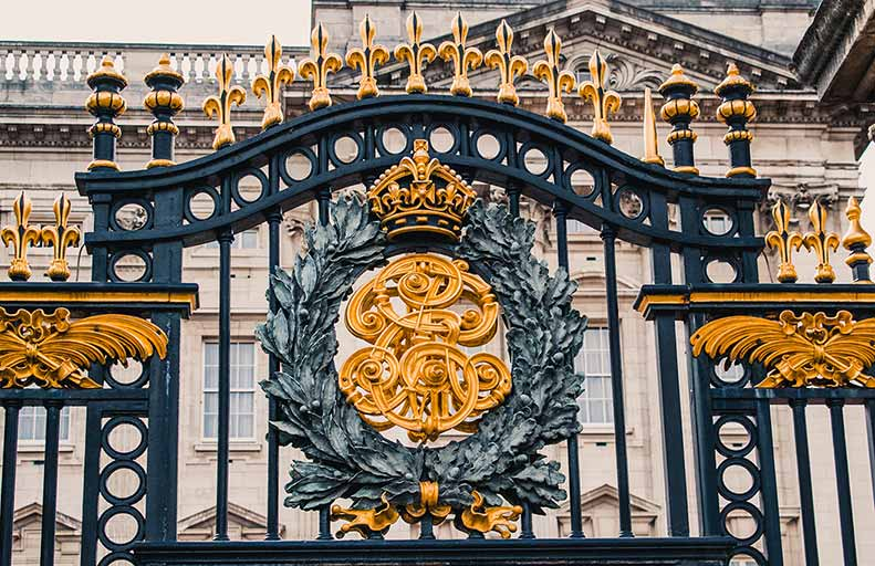 Queen's Gallery Exhibitions - Outside Buckingham Palace