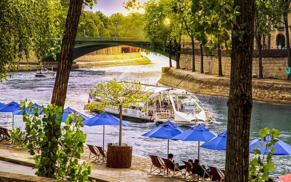 Batobus Paris - See the sights of Paris from the River Seine