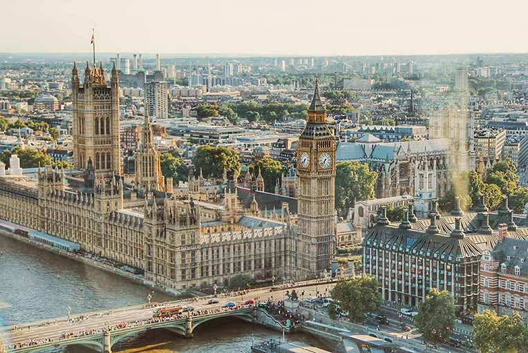 4 Day London Pass - A view of the Houses of Parliament and the Elizabeth Tower from above