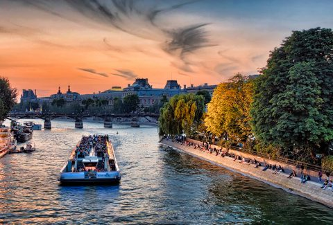 Bateaux Mouches: Seine River Sightseeing Cruise with live commentary