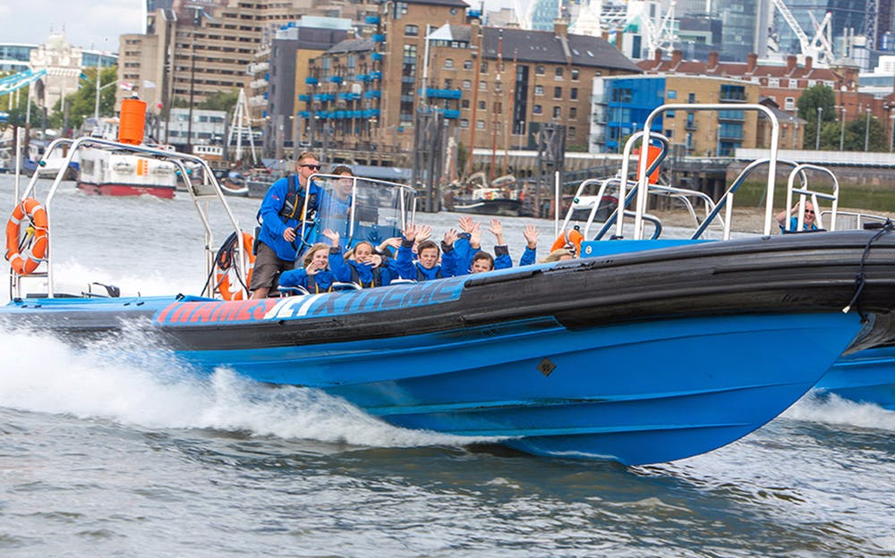 Thames speedboat - Enjoy a thrilling speedboat ride on the Thames!