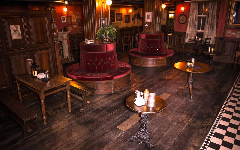 Priority Access London Dungeon - The traditional Victorian pub inside the Dungeons