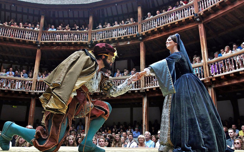 Globe Theatre Tour - Actors on stage at the Globe Theatre