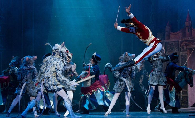 Nutcracker London - An epic battle between the rat army and the toy soldiers