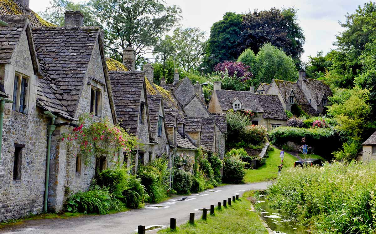 Stratford, Oxford, Cotswolds & Warwick Castle Tour with Lunch
